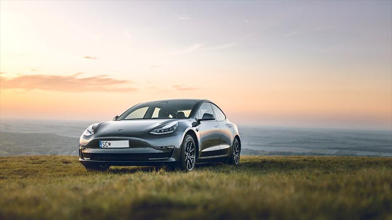 Tesla, voiture électrique autonome et conenctée